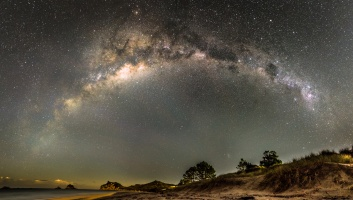 milky way arc in coromandel peninsula 2 image